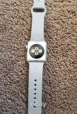 Apple Watch Series 3 38mm Silver Aluminium Case with Fog Sport Band iCloud parts