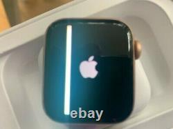 Apple Watch Series 4 40mm, Gold Aluminium Case Used/Boxed/Damaged Screen
