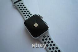 Apple Watch Series 4 Nike+ 44 mm Silver Aluminum Case with Pure Platinum/Black