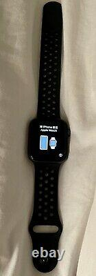 Apple Watch Series 4 Nike 44mm Silver Aluminum Case with Pure Platinum/Black