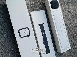 Broken Screen Apple Watch Series 4 44 mm, Space Grey GPS Only NO RESERVE