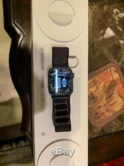 Cracked Screen-Apple Watch Series 4 40 mm Space Gray/Black Loop in Original Box
